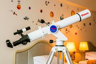 """天体望遠鏡は初心者でも直感的に操作できるエントリーモデル""""ポルタIIA80Mf""""。"""