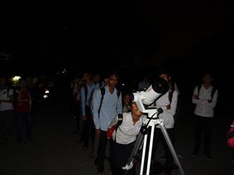 カンボジアへ天体望遠鏡を寄贈・「君もガリレオ!」プロジェクトに協賛