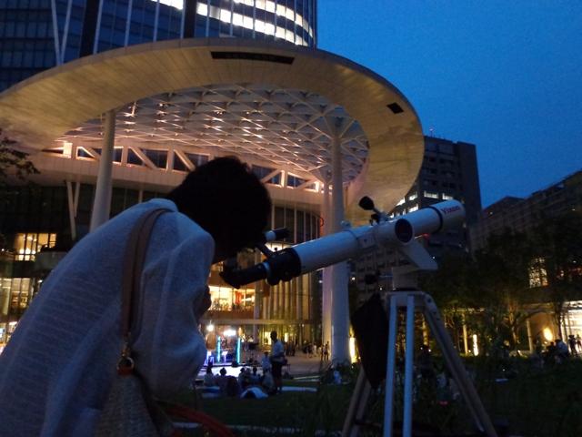 西武池袋本店屋上で星空観望会を開催 土星や月のクレーターを観察予定