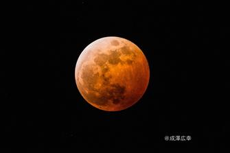 皆既月食の撮影例(2014年10月8日19時35分)