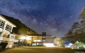 鳥取の人気スポット「OOE VALLEY STAY」で行われる星空観測会に協力